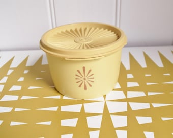 Vintage Tupperware - Cream fan lid storage container - Retro