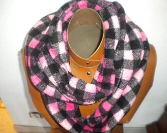 scarf collar, sewn closed and tricolor fleece