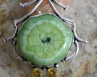 Green Solar Slice with Citrine Gemstones Pendant Necklace