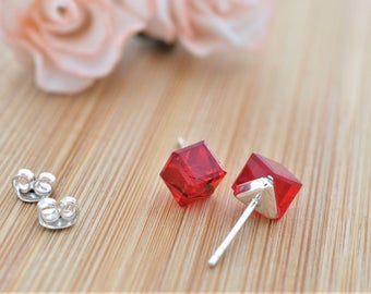 Earrings embellished with crystals from Swarovski® CUBE RED 6mm silver 925