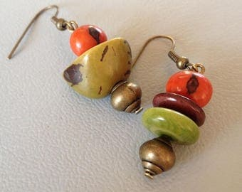 Earrings ethnic style, ivory leather, seed and metal, olive green and rust Leamorphoses creation.