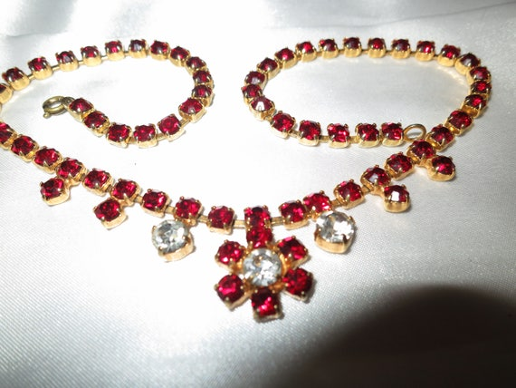 Pretty vintage goldtone garnet red and clear rhinestone necklace