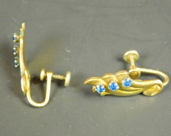 Vintage BN Bugbee & Niles Gold Tone And Blue Rhinestone Screw Back Earrings 1 Inches Wide Art Deco Look 1940s