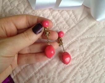 Coral Pink Clip on Earrings - Clip on Earrings - Pink Earrings - Clip Earrings - Vintage Earrings - Dangle Earrings - Drop Earrings - Gift