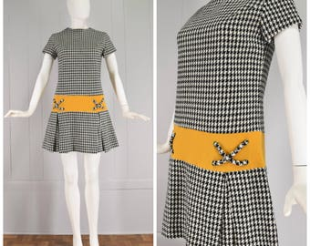 Vintage Womens Alice Martin Black & White Houndstooth Short Sleeve Drop Waist Mini Dress with Pleated Skirt | Size S