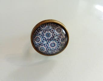 Bronze ethnic vintage malaga blue and white patterned cabochon ring
