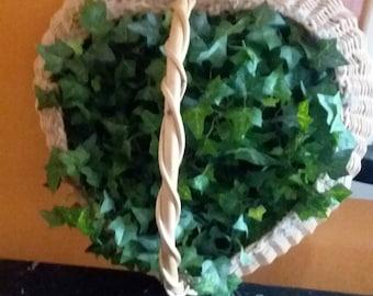 Wicker Heart Basket w/Ivy