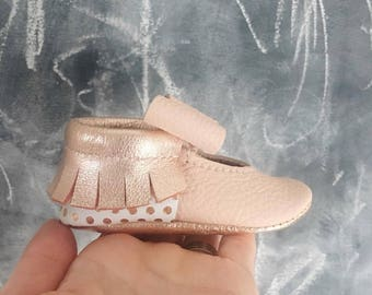 Rose gold Moccs, Baby girl mocs, newborn moccs, Baby Mocs, Baby Moccasins, Mary Janes, soft soled shoes, mocs, baby gift, crib shoes, Moccs
