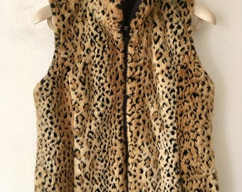 High Top Fashion Vintage Brown Faux Fur Stylish Vest Original Spotted Leopard Print Size Medium.