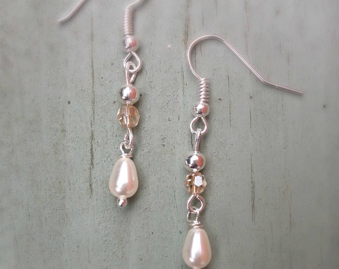 Silver earrings, bridal earrings, bridal jewelry, gift for her, wedding accessory, pearl and crystal earrings, Christmas gift, drop earrings