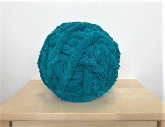 Chunky Knit Chenille Yarn Chunky Knit Chenille Yarn Arm