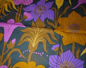 Amazing Fabric - Craft - Strong Colors - Flowers - Sweden - Scandinavian - 70s - RETRO