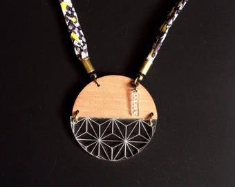 "Necklace ""Iris"" circle wood and engraved perspex"