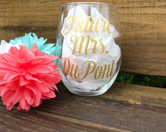 Future Mrs wine glass , personalized engagement gift , bride to be gift , bridal shower gift idea , bride wine glass , newlywed gift ideas