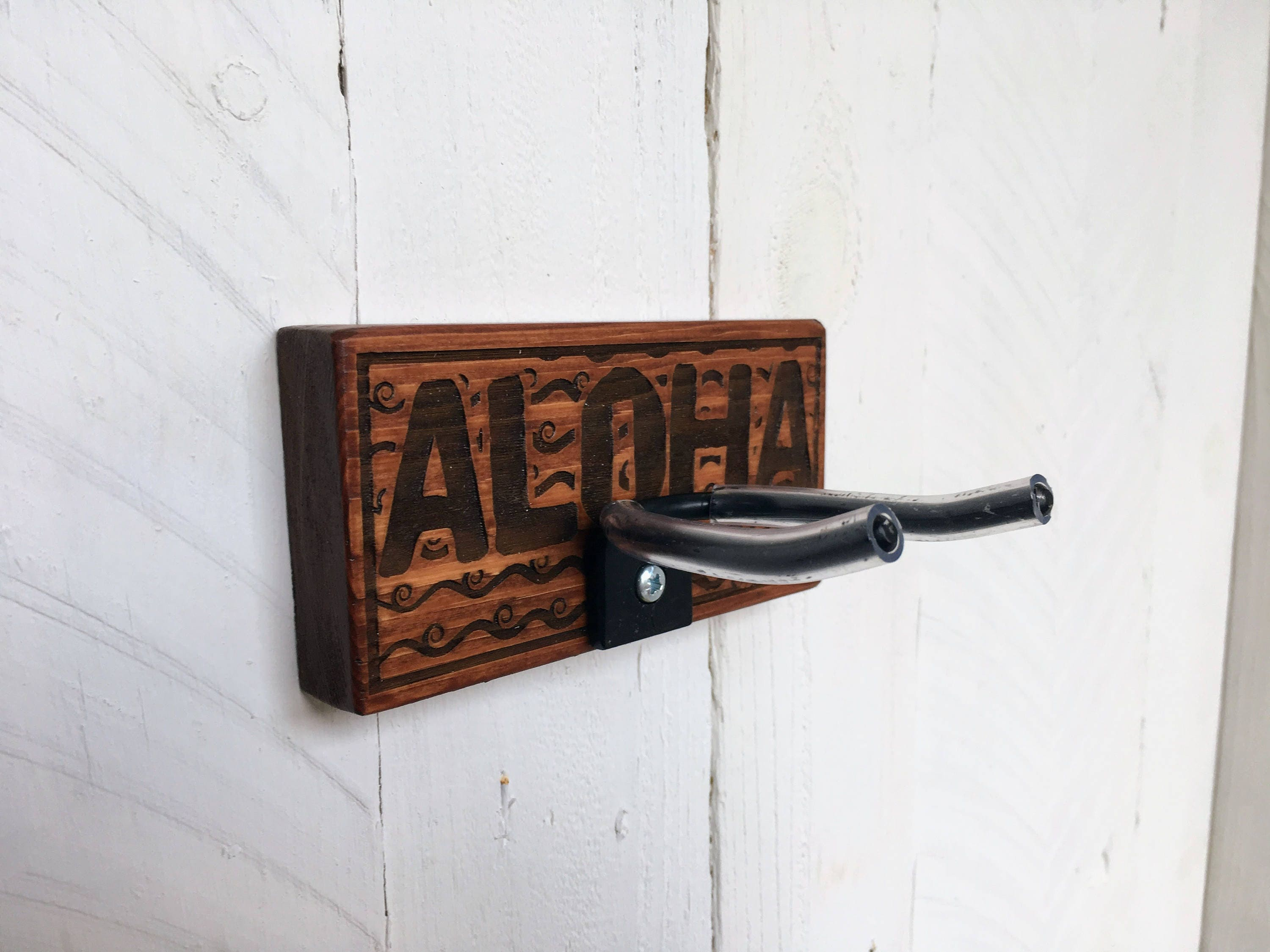 ukulele wall mount etched wood aloha wall hanger. Black Bedroom Furniture Sets. Home Design Ideas
