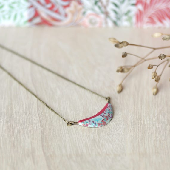Brass pendant necklace with floral Japanese patterns 'Garance'