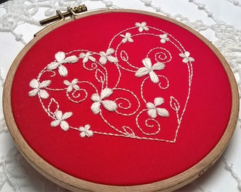 """Embroidery KIT - Embroidery pattern - embroidery hoop art - """"coeur fleuri"""" - Traditional embroidery kit"""