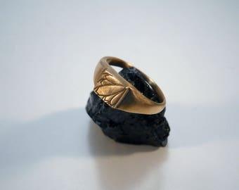 Chevalière plume réalisée à la main en bronze