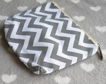 Chevron gray and white 19x14cm pouch