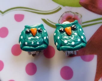 Earring clips with a green owl made with polymer clay