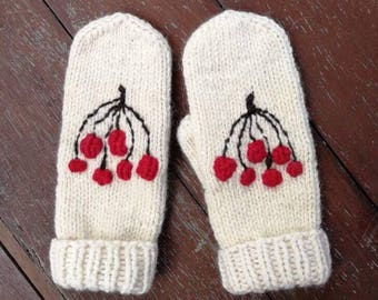 Woodland mittens with red berries, alpaca mittens, nordic mittens, scandinavian mittens