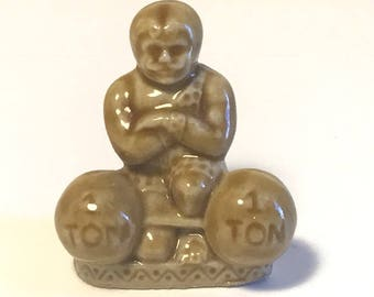 WADE WHIMSY FIGURINE vintage England Uk made miniature statue sculpture ceramic porcelain art 1970 circus strongman barbell weights 1 ton