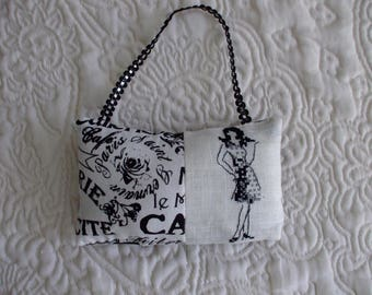 Embroidered MISS CHIC PARIS hanging cushion made of linen and fabric