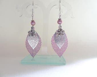Dangling fancy leaf filigree earrings pink and silver/Fancy hanging sheet (leaf) and silvery pink filigrees earrings