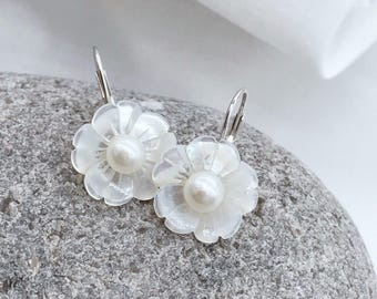 Natural white mother of pearl shell flower fresh water pearl sterling silver level back earrings E597