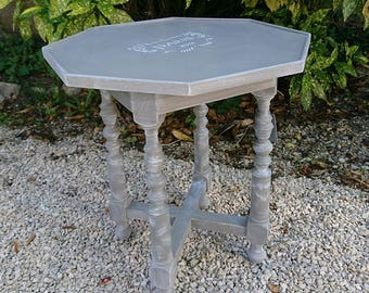 Small decorative table old patina