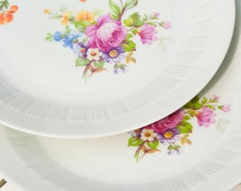 Vintage plate with floral motif (2 x)