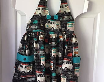 Food truck apron with pockets