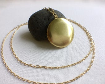 Simple Brass Locket, Gold Locket, Minimalist Locket,  Keepsake Locket, Photo Locket, Mom Locket, Brass Necklace, Gold Locket Necklace