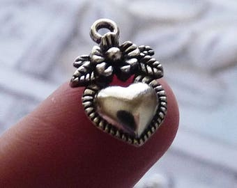 Heart Charms, Love Charms, Retro Heart Charms, Heart with Flower Charms, Antique Silver tone  Heart Pendants, Metal Charm