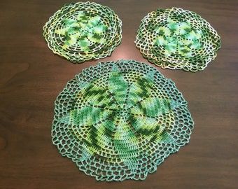 Vintage green doily lot