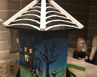 Haunted Halloween birdhouse
