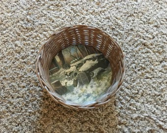 wicker tray/bowl to hold items on a dresser