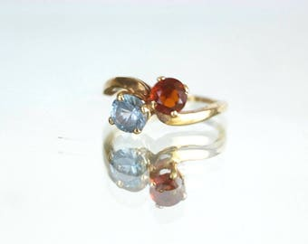 10K Yellow Gold Garnet and Topaz Mothers Ring ~ Size 7.25