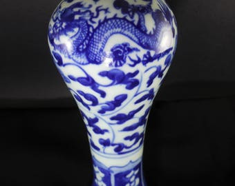 Ancient Qing Dynasty Chinese Kangxi Period Antique Blue White Ceramic Pottery Hand-Paint Bottle Pot Vase