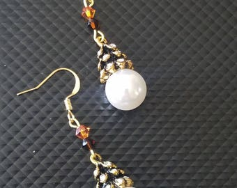 Gold and Pearl Dangle Earring