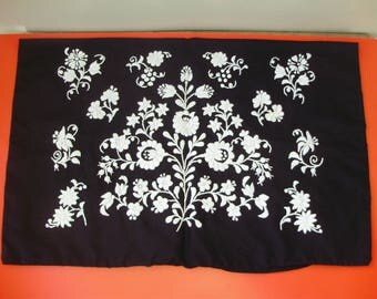 Unused,True Vintage,Hungarian embroidered pillowcase ,flower pattern Cottage/Shabby Chic,
