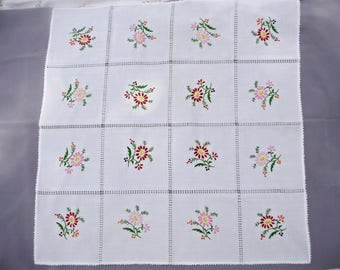 Vintage,Hungarian handmade embroidered doily,centerpiece,tablecloth w.flower pattern
