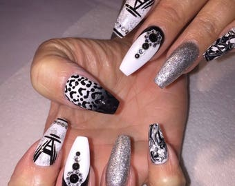 White and black mix and match gel nails • press on nails • fake nails • gel nails • false nails • nails