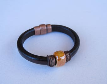 Leather bracelet with magnetic clasp