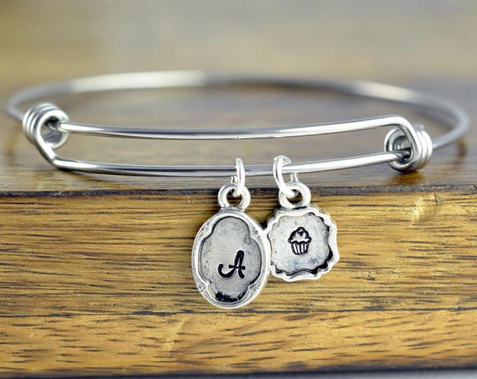 Personalized Cupcake Bracelet , cupcake charm, cupcake jewelry ,initial bracelet, silver bracelet, charm bracelet, baker gift, baker jewelry