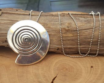 Ball chain with pendant spiral