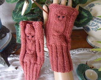 "beautiful fingerless gloves, ""OWL"" pattern"