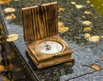 Tea Box - Personalized Puer chest w/ Puer Pancake - Exclusive Vintage Engraved Tea Box