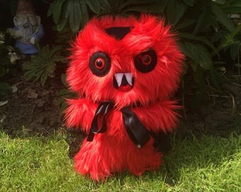 Red Vampire Plush Creepy Cute Horror Toys Kawaii Plushie Chibi Monster Scary Halloween Weird Stuffed Animals