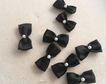 Small bow tie 3 cm with a small Pearl in the Middle